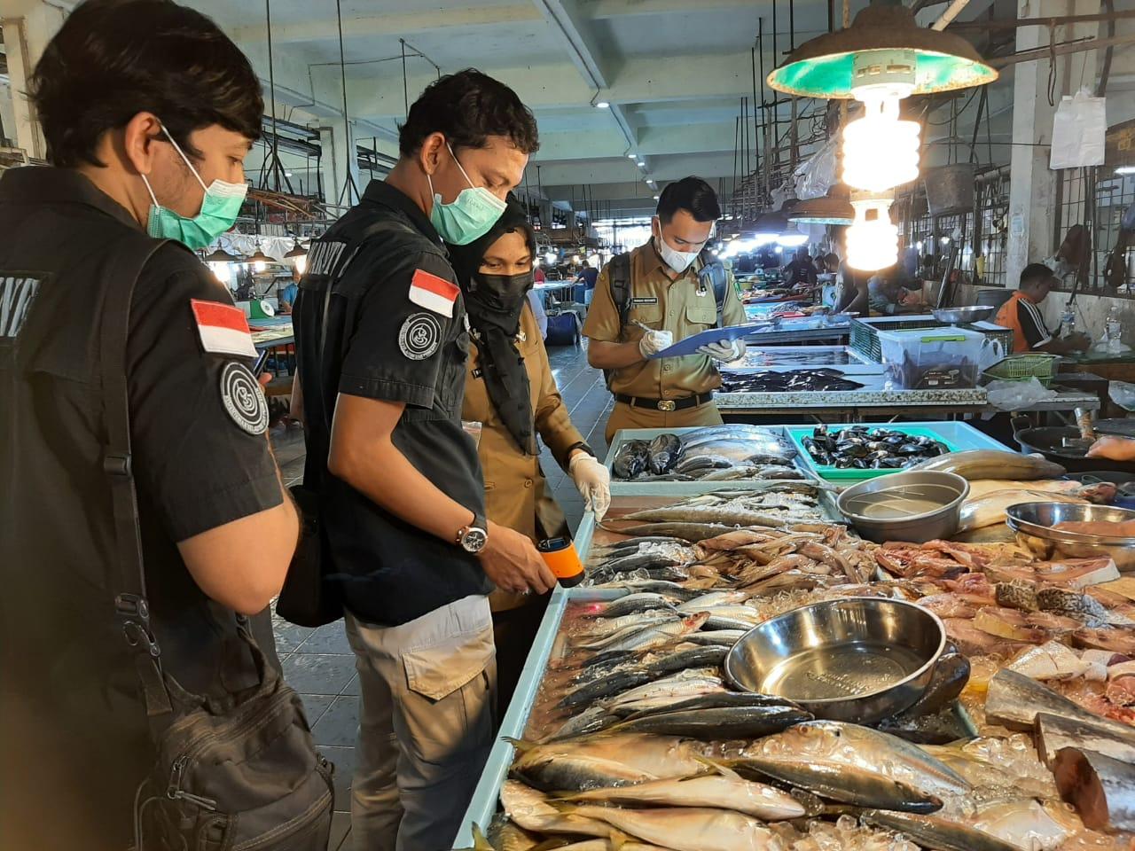 Bersama tim SKIPM Batam, BPOM Batam, PDSKP Batam, dan Disperindag Kota Batam melaksanakan monitoring pengawasan mutu hasil perikanan (Inpres 01) di Pasar Fanindo Kec. Batuaji dan Pasar Botania Kec. Batam Kota.