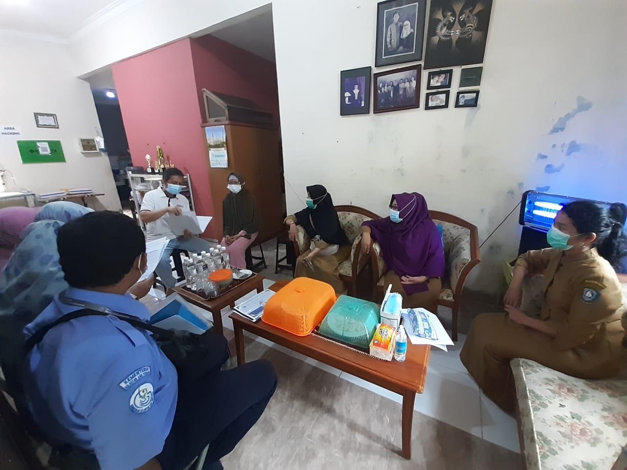 Mendampingi tim Kementerian Kelautan dan Perikanan serta Dinas Kelautan dan Perikanan Provinsi Kepri dalam rangka percepatan sertifikat kelayakan pengolahan di UPI Mang Jai.